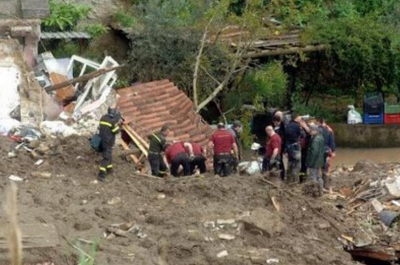 UNDICI ANNI FA LA TRAGEDIA DI MONTE VEZZI, L'ISOLA HA DIMENTICATO | Isola  Verde TV